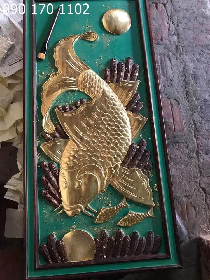 Tranh cá chép đớp trăng giả cổ, thếp vàng 9999-1