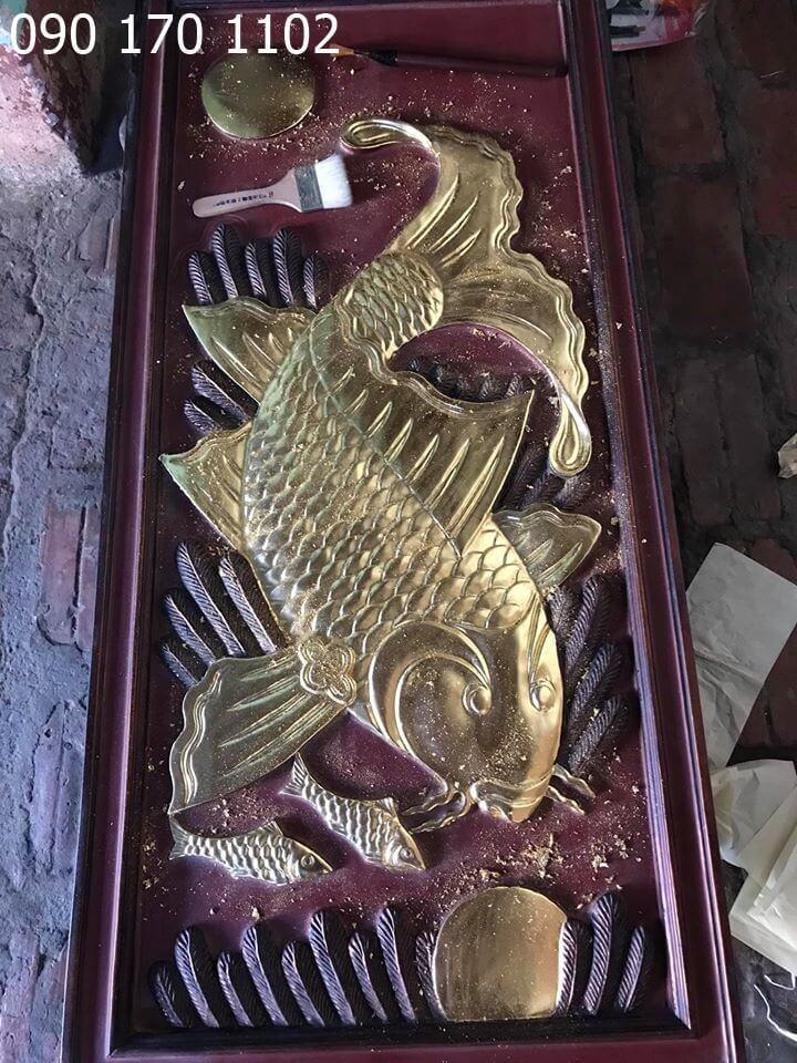 Tranh cá chép đớp trăng giả cổ, thếp vàng 9999