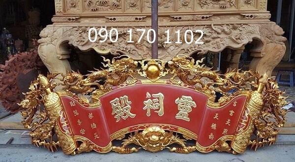 Cuốn thư Đức Lưu Quang nền đỏ thếp vàng