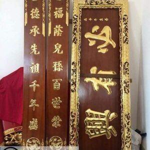 Hoành phi Đức Lưu Quang, câu đối gỗ thếp vàng