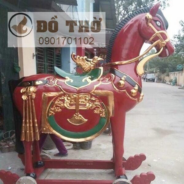 Ngựa thờ sơn đỏ thếp vàng