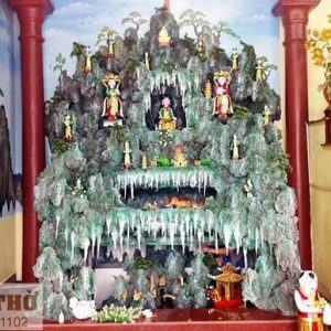 Ban Sơn Trang trong điện thờ tại gia