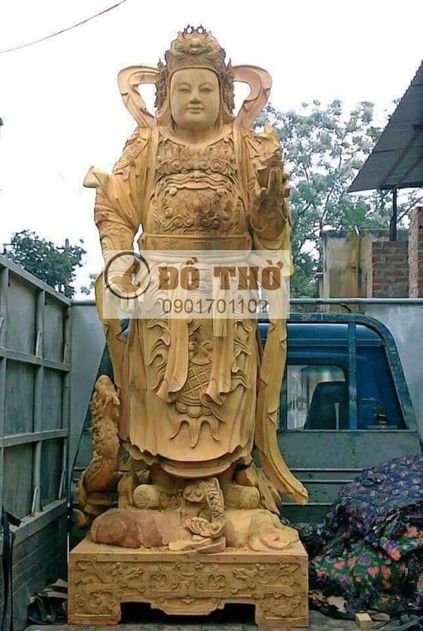 Tượng Hộ pháp đứng gỗ mít