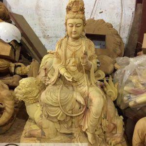 Tượng Bồ tát Văn Thù cưỡi sư tử bằng gỗ mít