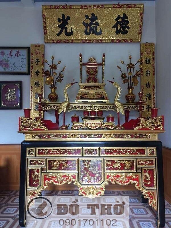 Ngai thờ, Ỷ thờ gia tiên bằng gỗ mít, gỗ dổi, gỗ gụ, vàng tâm